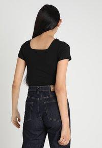 Glamorous - 2 PACK SQUARE NECK BODY  - Basic T-shirt - black/green - 2