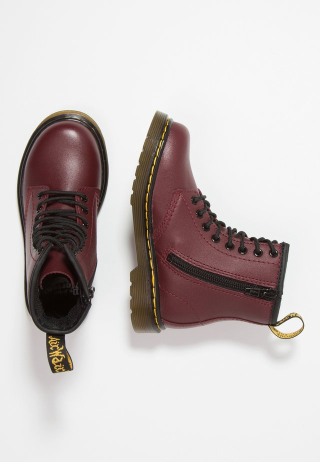 1460 J Softy - Botines con cordones - cherry red