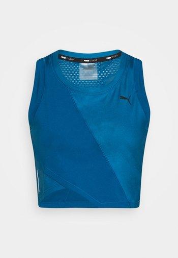 STUDIO CROP - Sports shirt - digi blue