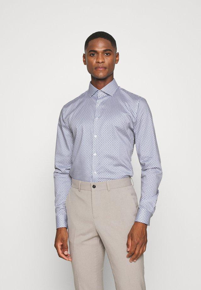 No. 6 - Formální košile - weiss
