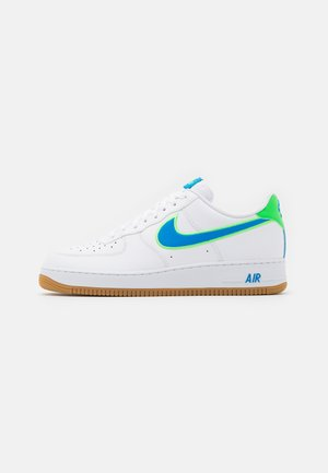 AIR FORCE 1 '07 LV8 UNISEX - Sneakersy niskie - white/light photo blue/poison green/light brown