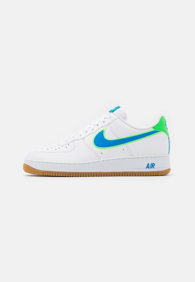 AIR FORCE 1 '07 LV8 UNISEX - Trainers - white/light photo blue/poison green/light brown