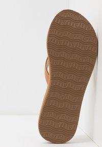 Reef - CUSHION - Sandály s odděleným palcem - natural - 6