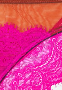 Dora Larsen - NATALIE LOW RISE KNICKER - Pants - bright pink - 2