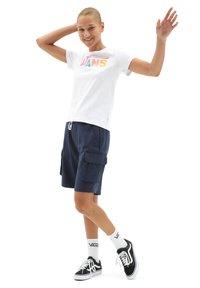 Vans - WM FLYING V CREW TEE - Print T-shirt - white - 1