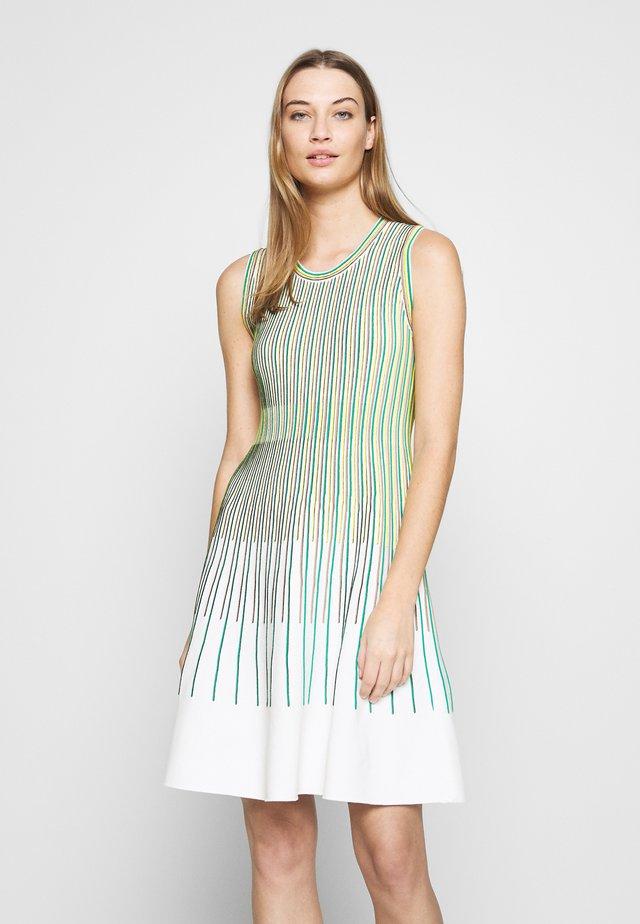 Strikket kjole - grün