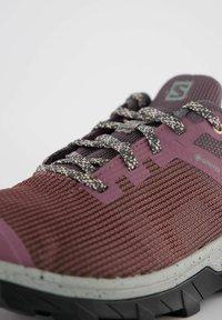 Salomon - Hiking shoes - beere - 5