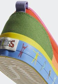 adidas Originals - NIZZA SLIP ON PRIDE - Slip-ons - semi solar red/yellow/hazy orange - 7