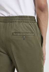 GTA - DAVIDE - Trousers - olive - 3
