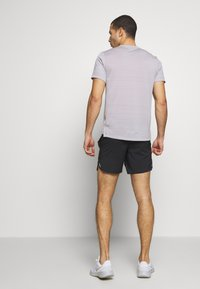 Nike Performance - FLEX STRIDE SHORT - kurze Sporthose - black/reflective silver - 2
