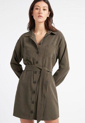 MONTMARTRE - Shirt dress - nz-kaki