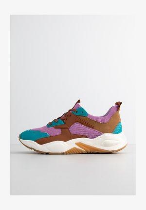 DELPHIVILLE - Trainers - african violet