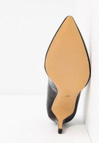 Tamaris - COURT SHOE - Classic heels - black - 6