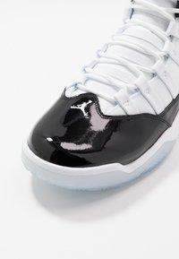 Jordan - MAX AURA - Korkeavartiset tennarit - black/white - 5
