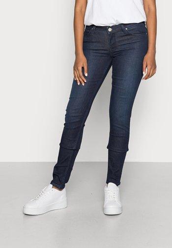 SCARLETT - Jeans Skinny Fit - clean wheaton