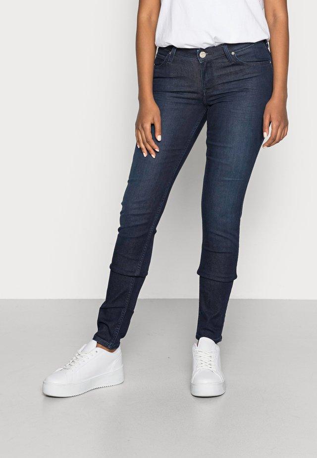 SCARLETT - Jeans Skinny - clean wheaton