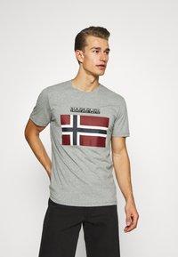 Napapijri - SELLYN - Print T-shirt - medium grey melange - 0