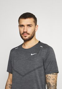 Nike Performance - TECHKNIT ULTRA  - Print T-shirt - black/white/silver - 3