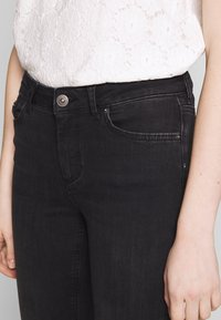 Pieces - PCDELLY NOOS - Jeans Skinny Fit - black - 4