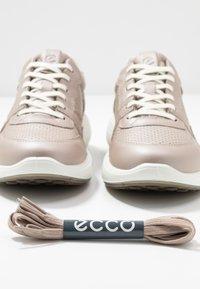 ECCO - SOFT 7 RUNNER - Sneakersy niskie - beige - 7