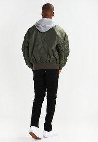 Urban Classics - HOODED OVERSIZED  - Bomber Jacket - oliv/grey - 2