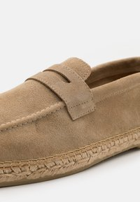 Selected Homme - SLHAJO PENNY  - Espadrilles - sand - 5