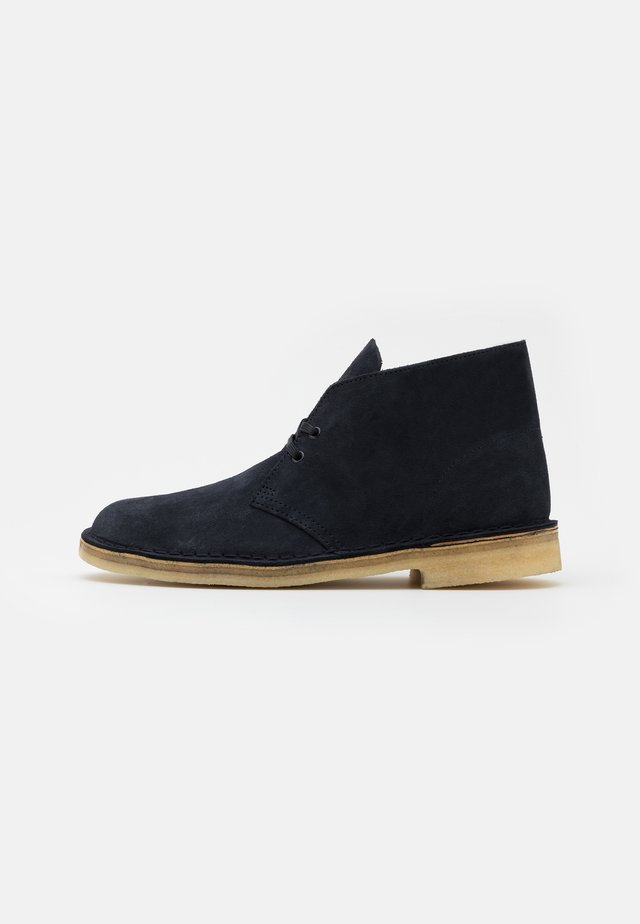DESERT BOOT - Casual lace-ups - ink