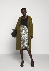 Bruuns Bazaar - TREE VIOLIS SKIRT - A-line skirt - dusty olive/snow white - 1
