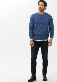 BRAX - STYLE CHRIS - Slim fit jeans - deep night used - 1
