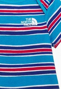 The North Face - INFANT ONE PIECE UNISEX - Print T-shirt - blue/light blue - 2