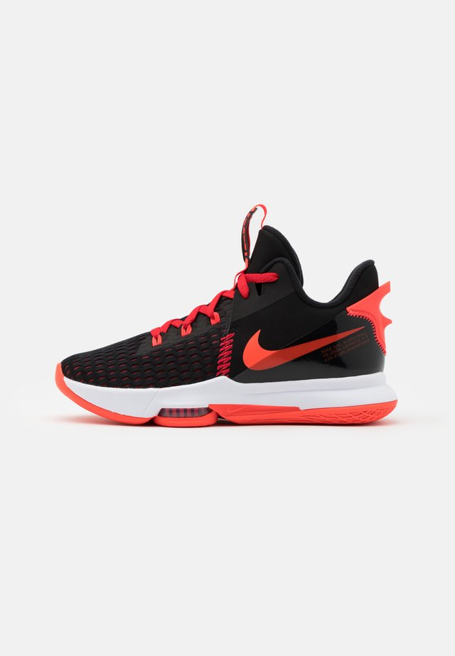 LEBRON WITNESS V - Obuwie do koszykówki - black/bright crimson/university red