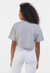 Bershka - MIT PRINT - Print T-shirt - light grey - 2