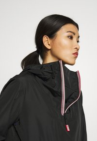 Hunter ORIGINAL - WOMENS ORIGINAL SHELL WINDBREAKER - Windbreaker - black - 5