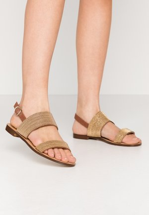 KAISU CHAIN - Sandals - cognac/or