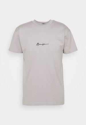 ESSENTIAL REGULAR RELAXED BASIC MENNACE SIG TEE - T-shirt imprimé - slate grey