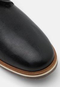 Lloyd - FARGO - Šněrovací kotníkové boty - schwarz - 5