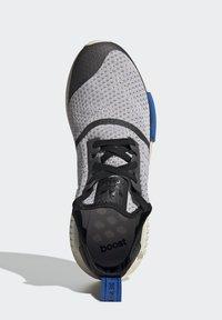 adidas Originals - NMD_R1 - Matalavartiset tennarit - dash grey/core black/glory blue - 1