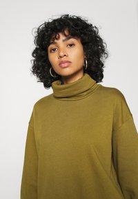 Vero Moda - VMMERCY ROLL NECK - Sweatshirt - fir green - 3