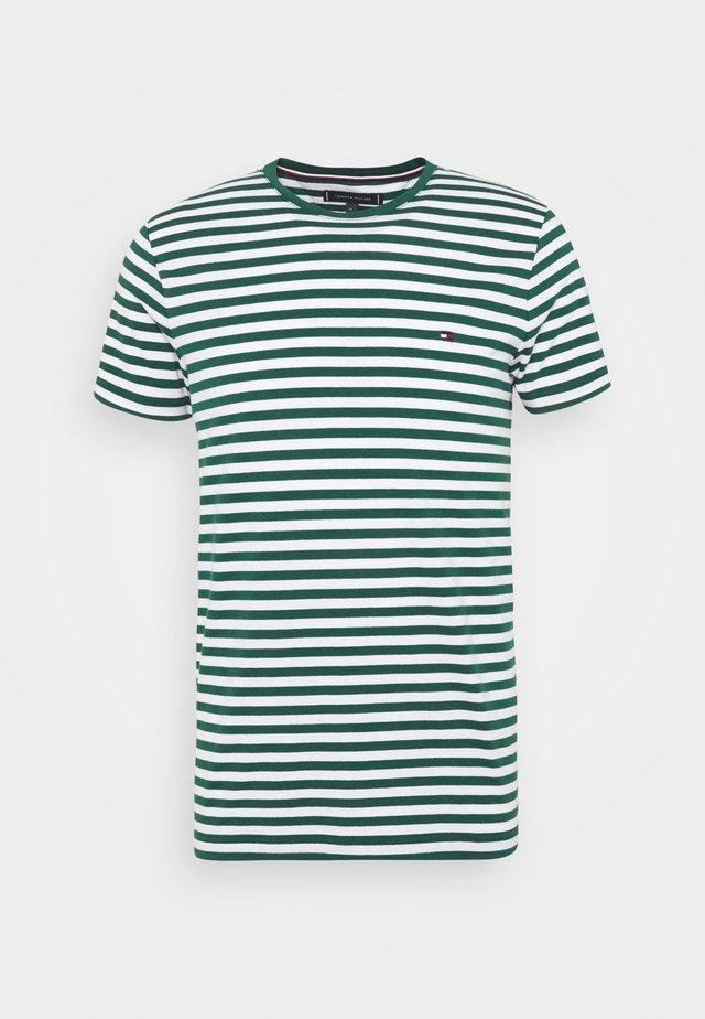 STRETCH TEE - Jednoduché triko - green