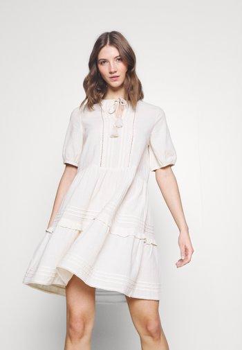 VMIBIA SHORT DRESS - Vapaa-ajan mekko - birch