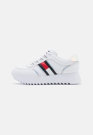 HIGH CLEATED IRIDESCENT - Trainers - white