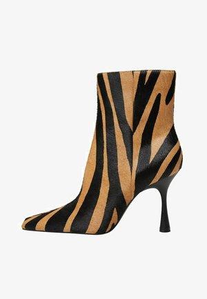 MODE1 - Kotníková obuv na vysokém podpatku - marron moyen