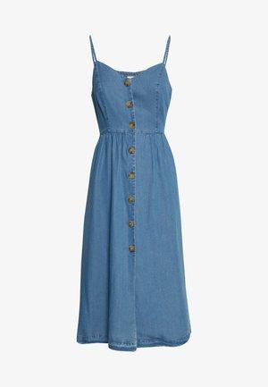 ONLCUMA LIFE BUTTON DOWN - Denim dress - medium blue denim