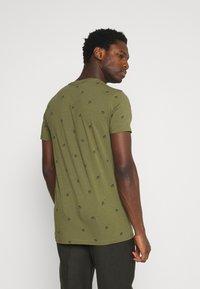 Petrol Industries - T-shirt med print - dusty army - 2