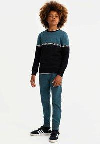 WE Fashion - SALTY DOG - Pantaloni sportivi - greyish blue - 0