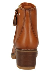 Pikolinos - Classic ankle boots - brandy - 3