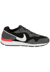Nike Sportswear - VENTURE - Trainers - black/iron grey/flash crimson - 6