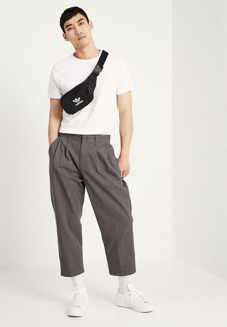 Adidas Originals Essential Cbody - Saszetka Nerka Black
