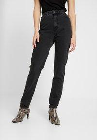 Vero Moda Tall - VMJOANA MOM LOOSE  - Jeans straight leg - black - 0