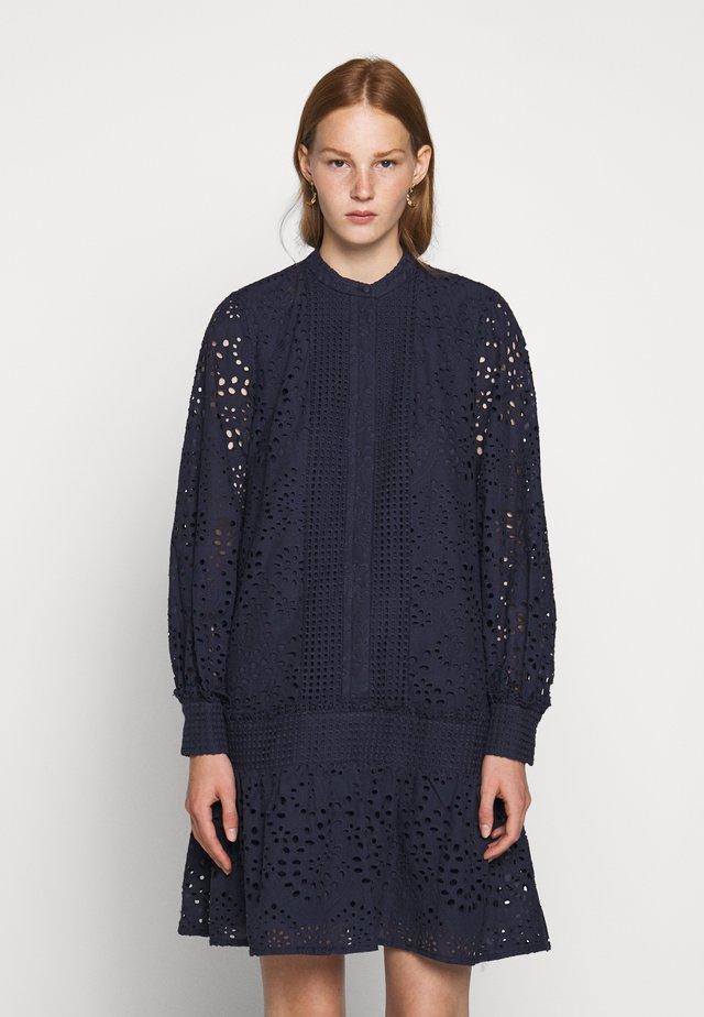 ABELINA SAJA DRESS - Shirt dress - night sky